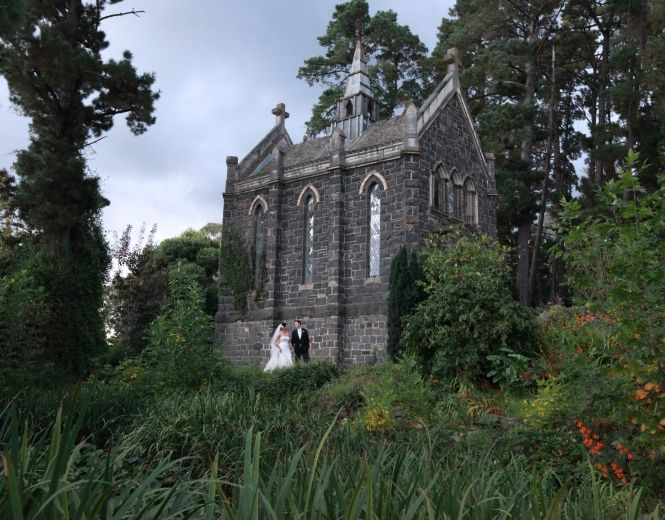 Weddings At The Bluestone Chapel Of Montsalvat Australias Oldest - Country house at bluestone wedding