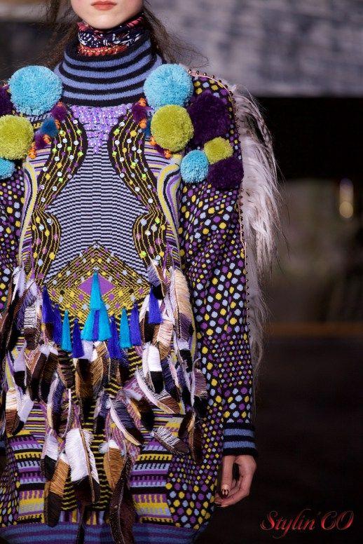 Одним из поводов для столь яркой и веселой коллекции стало недавнее присуждение индийскому дизайнеру Маниш Арора ордена Шевалье Почётного легиона. Показ сезона осень/зима 2016/2017 он решил провес…
