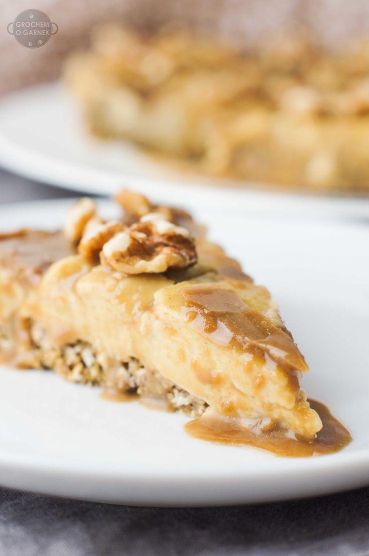 Genialne jaglane ciasto z solonym karmelem i orzechami   Grochem o Garnek
