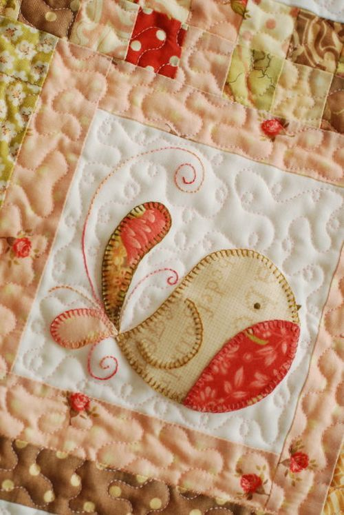 Tail Feathers - Block of the month: Sweet round bird