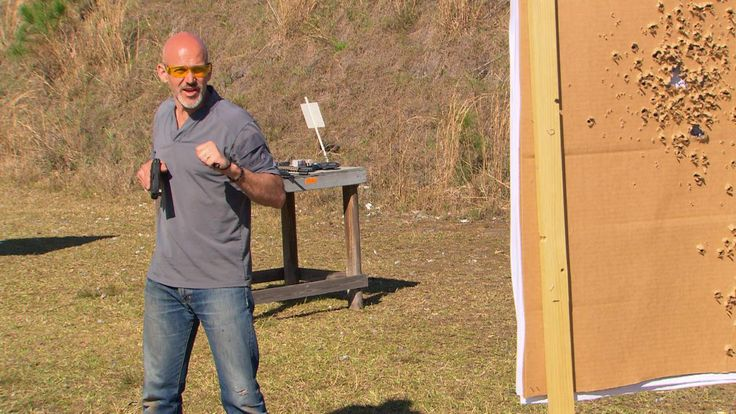 Rob Pincus demonstrates self-defense flashlight techniques with defensive firearms, stressing the importance of separating the flashlight and the handgun.
