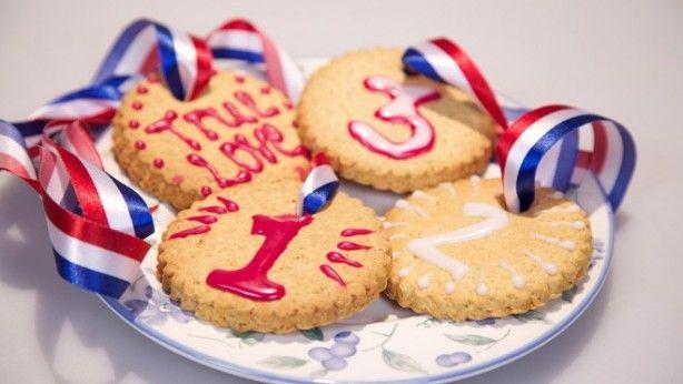 Woensdagmiddag koekjes bakken? Verras jouw eigen kampioenen met deze medailles.