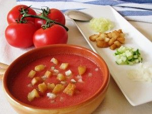 I hope it was not the last day of this summer we needed to be refreshed with this cold spanish tomato soup - Gazpacho
