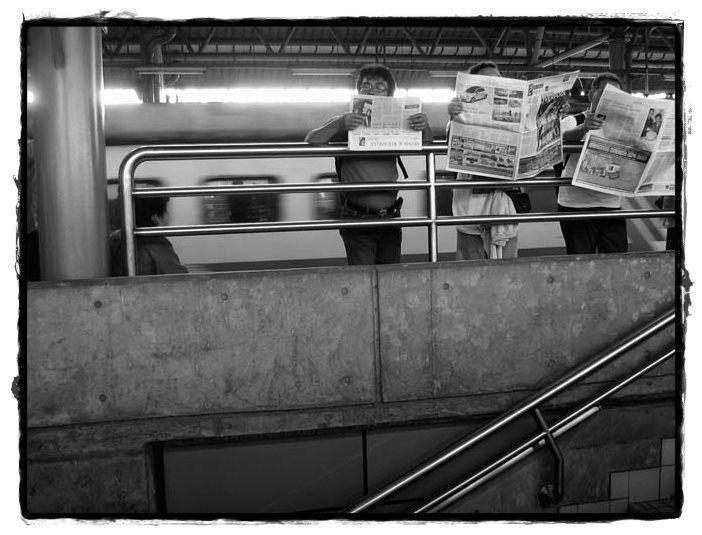 Newspapers, window's world.[rovitavare]