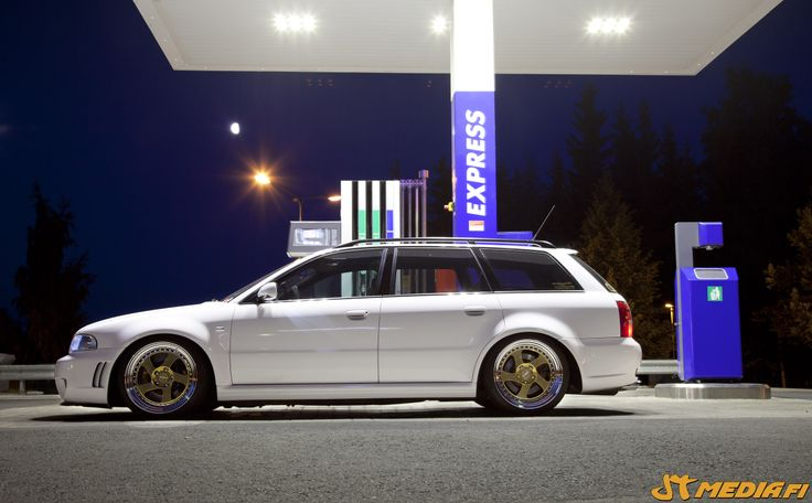 Audi RS4 wrapped gloss white by http://shop.eteippi.fi/ #rotiform #jtmedia #low #stance