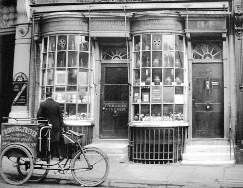34 Haymarket 1906. This was Beau Brummell's snuff shop and survived into the 1980s.   It is now a branch of Paperchase.