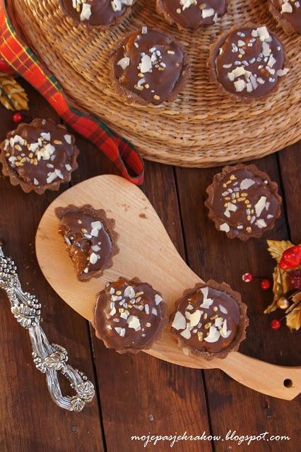Babeczki czekoladowe z nutellą , kajmakiem i czekoladą