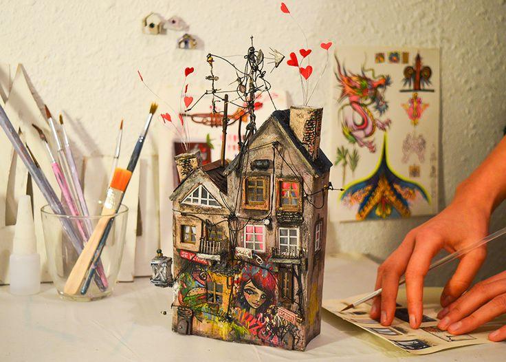 Miniature housie by Katarina Pridavkova    #cardboardart  #miniatureart  #husedesign  #modelmaking  #casitapequena  #miniaturehouse  #dollhouse  #diorama  #dioramamodel  #architecturedesign  #katarinapridavkova