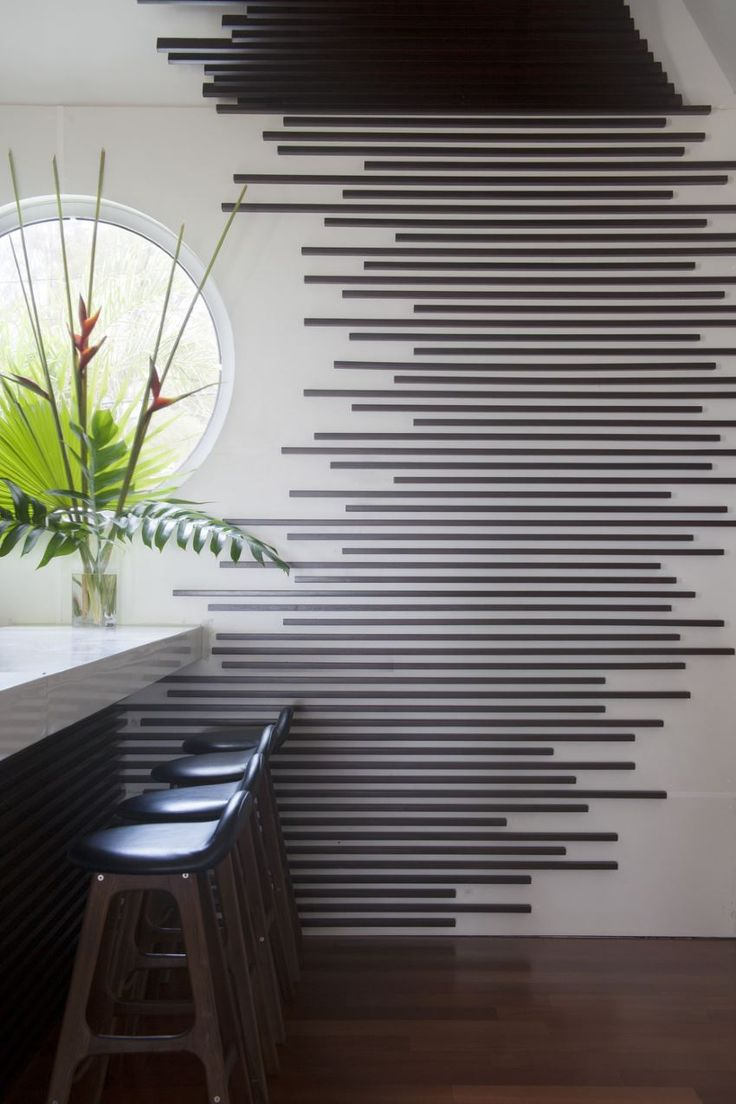 Wall treatment at the bar of the
