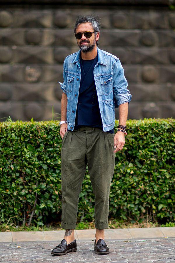 Gジャン×紺ジレ×紺Tシャツ×カーキテーパードパンツ×ブラウンタッセルローファー