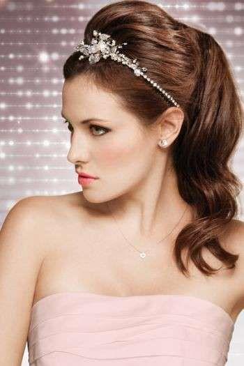 Make up da sposa e acconciatura anni 50 - Coda alta con cerchietti di brillanti