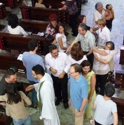 Acabou o recreio da missa: Papa Francisco proíbe canto da paz e outras baguncinhas...