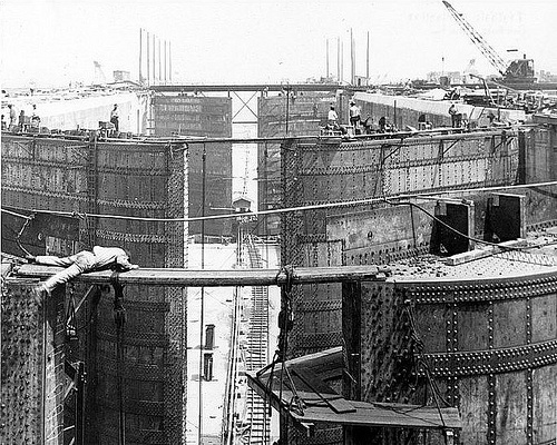 the history of the panama canal construction and the health problems it faced The panama canal is a large canal connecting the pacific and atlantic oceans it is considered a major engineering feat, but also reflects the.