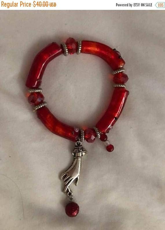 This is such a beautiful red Murano glass bead bracelet with silver tone ladies hand charm holding a red bead. Hand charm or Mano Cormuto is a lucky charm for Italians. Great as a Valentine Day present. I love the red beads that look like Italian pasta called Sedani Rigati. Bracelet