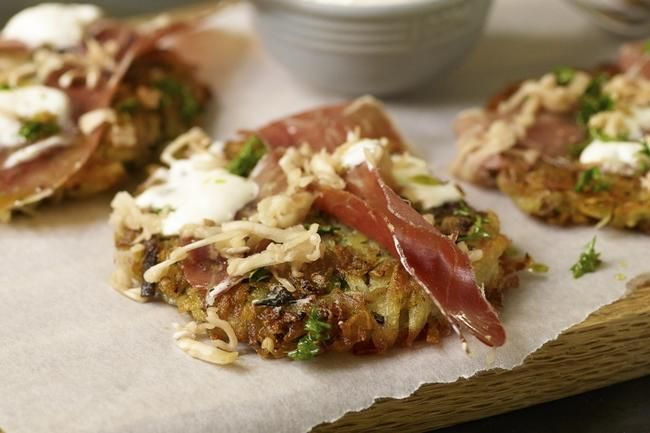 Sprø potetkaker med champignon og hvitløk