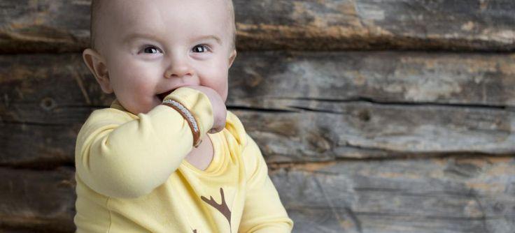 www.klappi.se #Ekologiskabarnkläder från #Lappland #norrland. #eko #ekoreko #ekologisk #svenskdesign #ekokläder #giftfritt #kläppi #klappi.se Product: #body #yellow #gul #Lapland #reindeer #ren. #eco #oekotex100 #lovefromlapland #swedishlapland #fairtrade #organiccotton #organic #scandinavian #schwedischen #organickidswear #kidsfashion #sustainablefashion #sustainable #gots #swedish #swedishdesign #swedishbrand