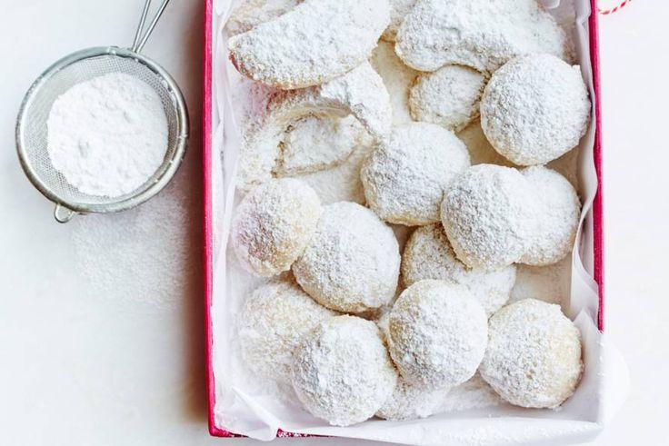 Kijk wat een lekker recept ik heb gevonden op Allerhande! Hazelnoot-sneeuwballen