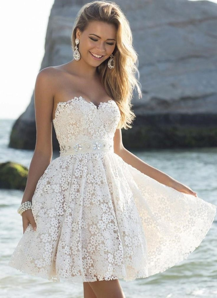 Белое кружевное платье-бюстье с юбкой солнце