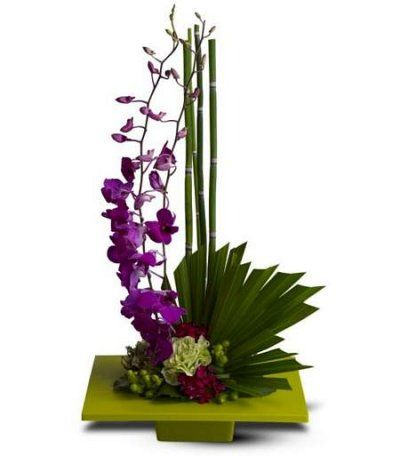 really elegant flower arrangment, I should maybe get some orchids.