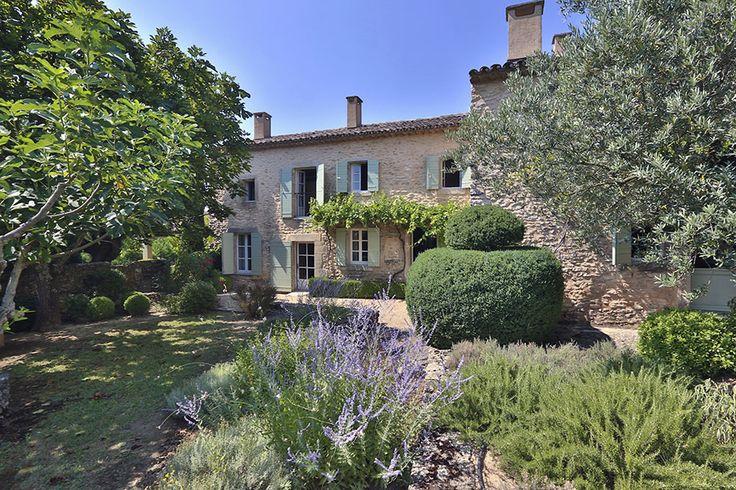 Découvrez tous les biens immobiliers les plus luxueux dans le Luberon et dans le sud est de la France : propriétés , mas et villas de luxe - Tout l'immobilier de luxe avec Provence Luberon Sotheby's Realty