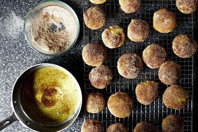 cinnamon brown butter breakfast puffs: Breakfast Puff, Donuts Hole, Cinnamon Breakfast, Cinnamon Sugar, Brown Sugar, Brown Butter, Cinnamon Brown, Smitten Kitchens, Butter Breakfast