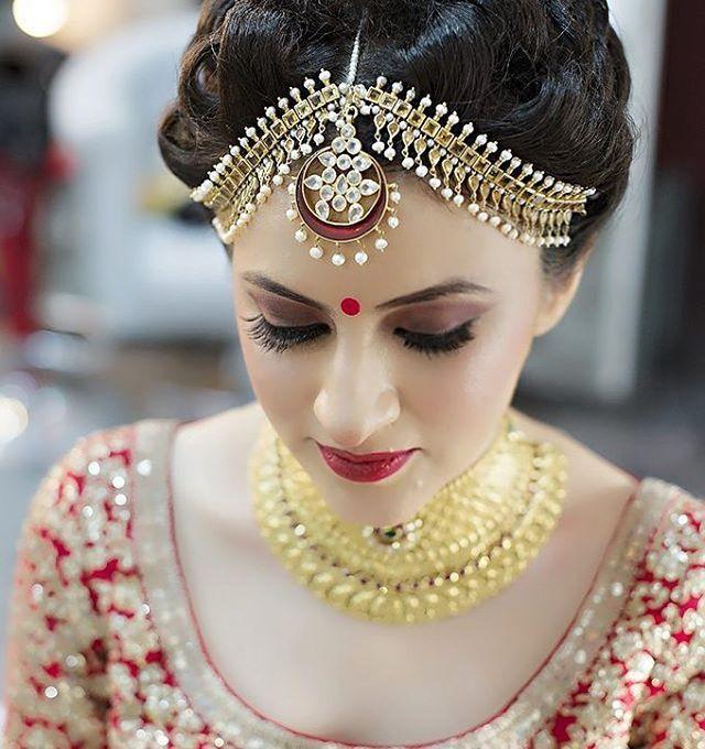 @sabyasachiofficial bride by @aanalsavaliya photo by @meghnasejpal #wedding #weddingday #weddingplz #womenswear #bridalwear #bride #love #instagood #instalove #instabride #instaweddings #instamood #jewellery #makeup #tayyarishuru #tayyarishurukaro #yoursinweddings #jewellery #bride #groom #prewedding #weddingphotography #photography #makeup