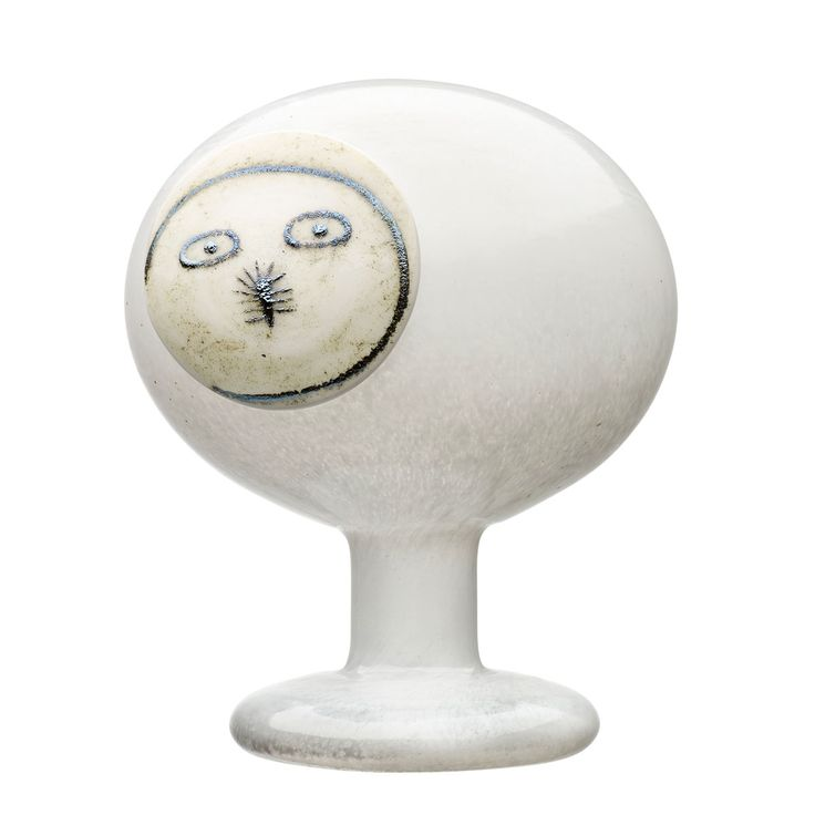 Meet Polar Night Owl. The male counterpart of a mated pair, he is a not only a beautiful ode to winter but to the talents of Oiva Toikka and the iittala glassblowers.