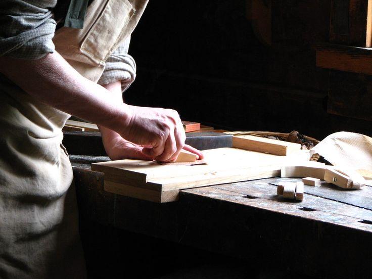 Soy novato, y me gustaría conocer el tipo de láminas de madera, contrachapado o similar (0.5-1 cm. De grosor)preferible para exterior, y el método para curvarlas. ¿Algún tratamiento superficial?