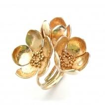 I love this Alex Monroe Big Three Flower Buttercup Ring