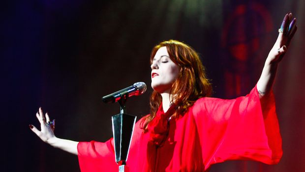 Don't be blue as Florence will be big & beautiful as Friday's headliner http://gigsoup.co/1QGBflorence welchwGlastonbury FestivalFest