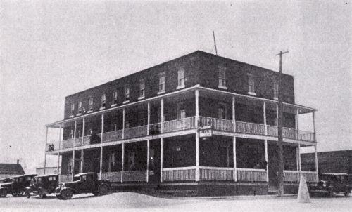 Construit près de la gare du C.P.R. en 1889. (Roy, 1933, p. 114)