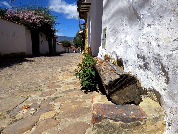 9. Muchas casas tienen troncos y maderos para que los turistas se sienten a descansar