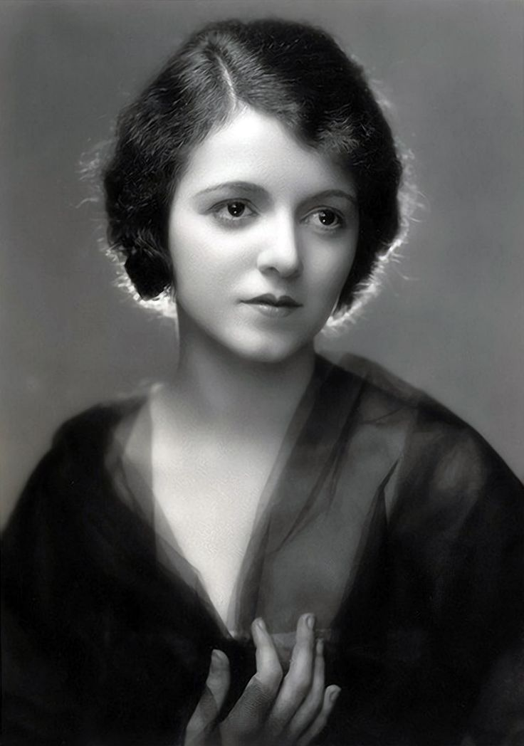 Janet GAYNOR (1906-84) Bio * AFI Top Actress nominee > Active 1924–81 > Born Laura Augusta Gainor 6 Oct 1906 Philadelphia > Died 14 Sept 1984 (aged 77) California, complications from car crash injuries > Spouses: Jesse Lydell Peck (1929-33 div); Adrian (1939-59 his death); Paul Gregory (1964–84 her death) > Children: 1