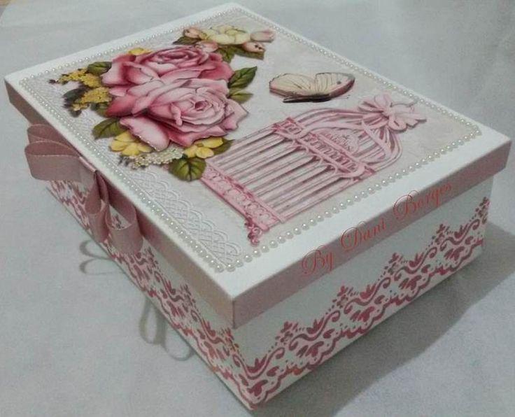 Minha arte de hoje é uma caixa oca 3d. Uma caixa simples, mas que ficou um charme!!!   Usei papel 3d para a tampa, papel de decoupage par...