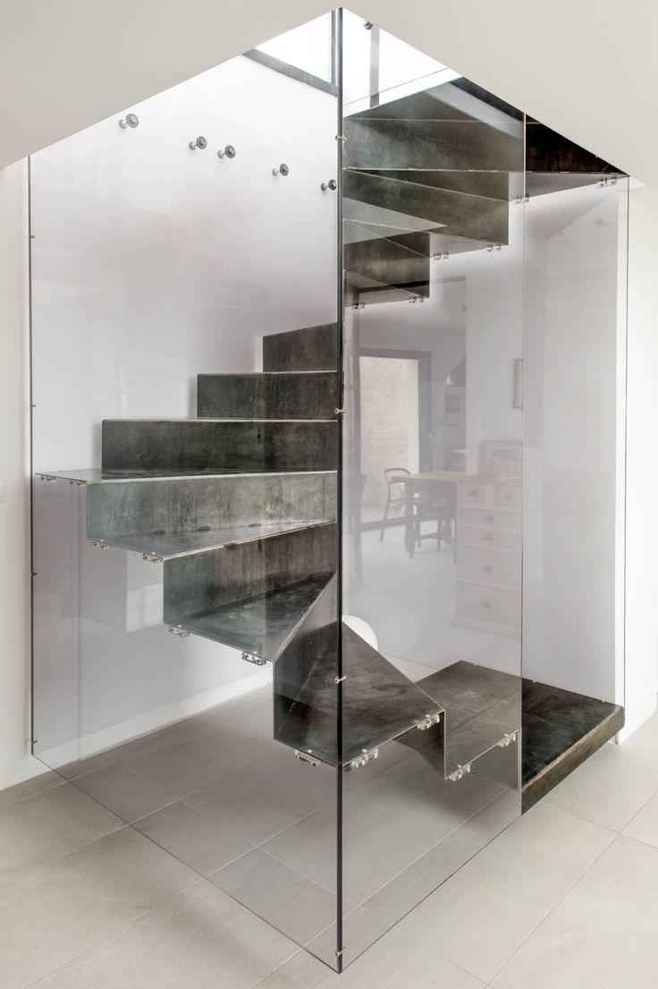 7 best escalier box plexi images on pinterest stairs ladder and staircases. Black Bedroom Furniture Sets. Home Design Ideas