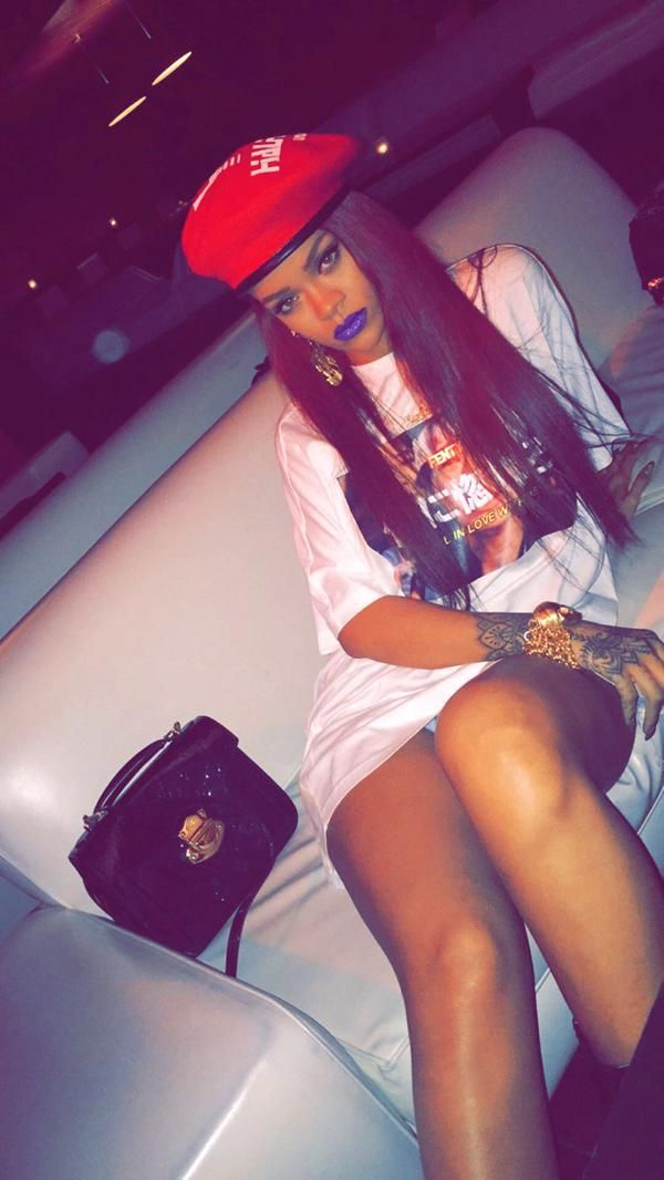 5/10- via Rihanna's SnapChat