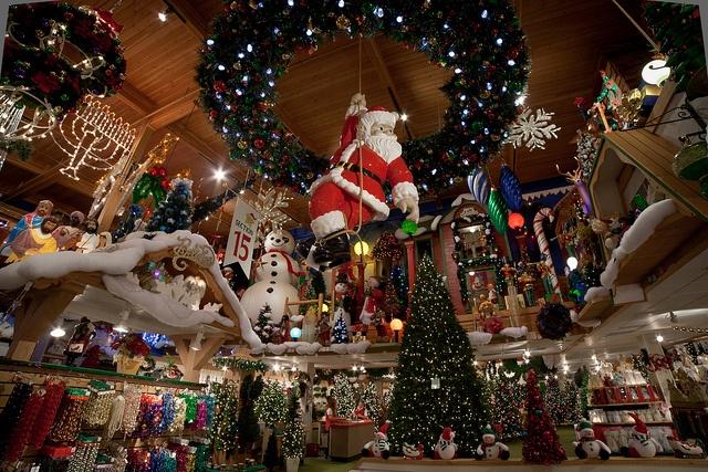 Bronner's Christmas Wonderland... LOVE it!!!: Chicken Dinners, Things Christmas, Christmas Time, Mi Bronner, Christmas Wonderland, Bronner Christmas, Families Traditional, Santa Bronner, Photo