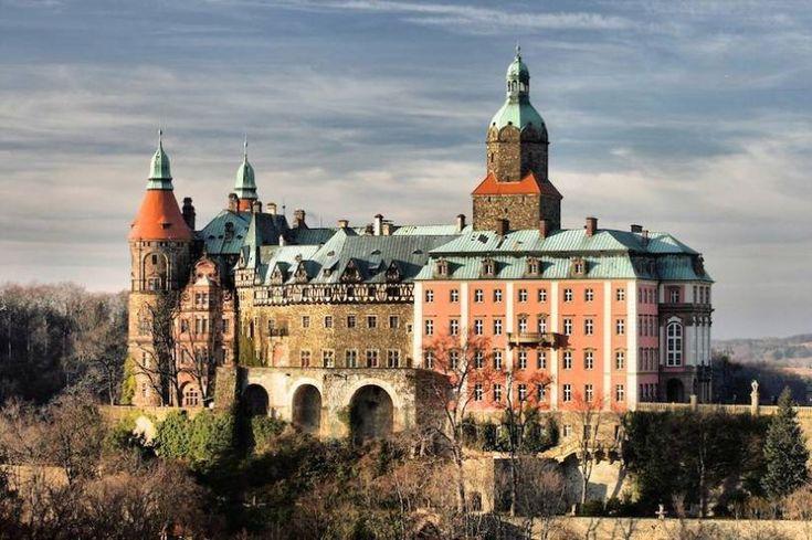 Le château de Książ, endroit où aurait été retrouvé le butin de guerre (Crédits images : Flickr)