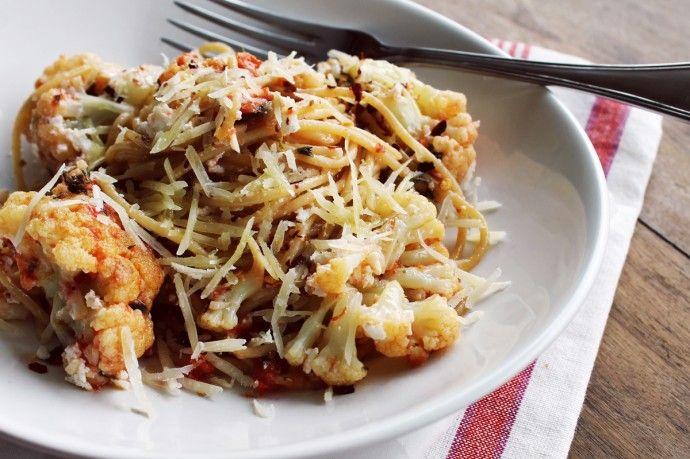 Figos & Funghis: Esparguete Integral com Couve-flor, ricota e amêndoas