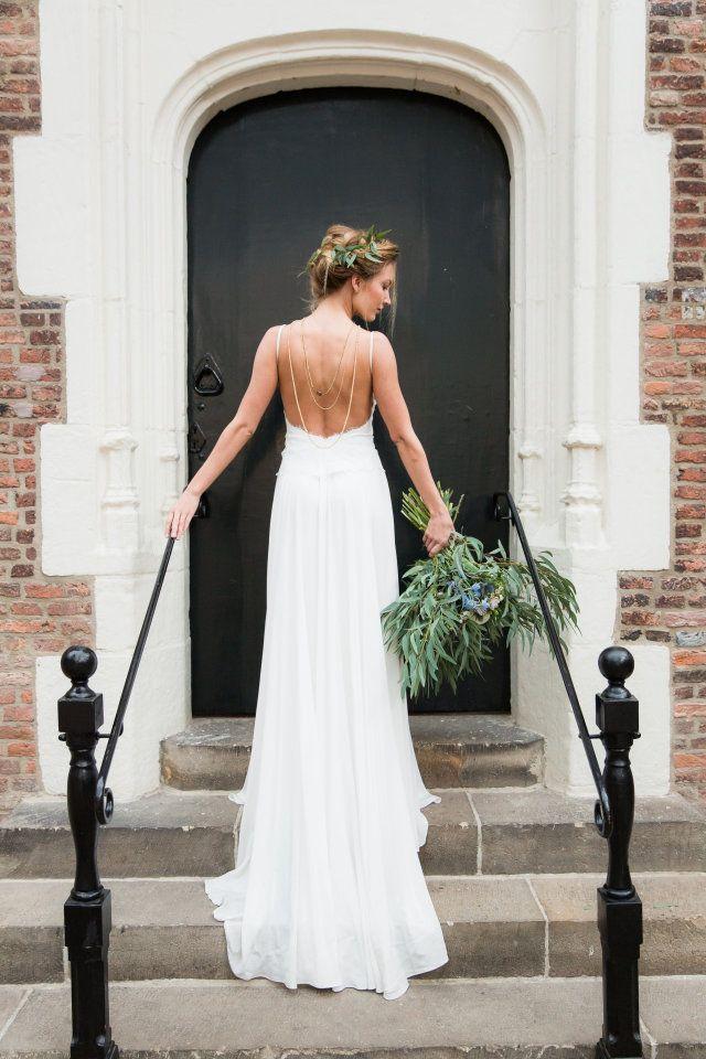 Simpele trouwjurken zijn echt niet saai. Wij laten inspiratie zien voor simpele en eenvoudige, maar zeker stijlvolle jurken!