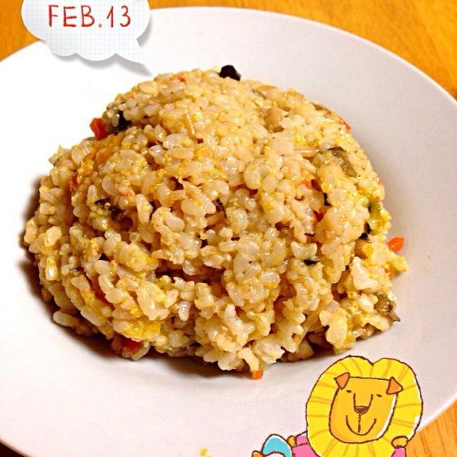 昨夜のパスタのもちきびソースで玄米炒飯にしました。 味は良いですが妙にゆるい炒飯です;^_^A - 47件のもぐもぐ - もちきびと根菜の玄米炒飯 Fried rice of the unpolished rice with rice cake millet and root by cocoshiro