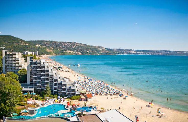 Bułgaria to średniej wielkości kraj położony w południowo-wschodniej Europie w bezpośrednim kontakcie z Morzem Czarnym, co sprawia że skutecznie przyciąga co roku tysiące spragnionych słońca turystów. http://miejscowosci.info/bulgaria