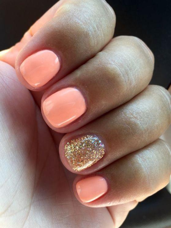 uñas rosadas con dorado cortas