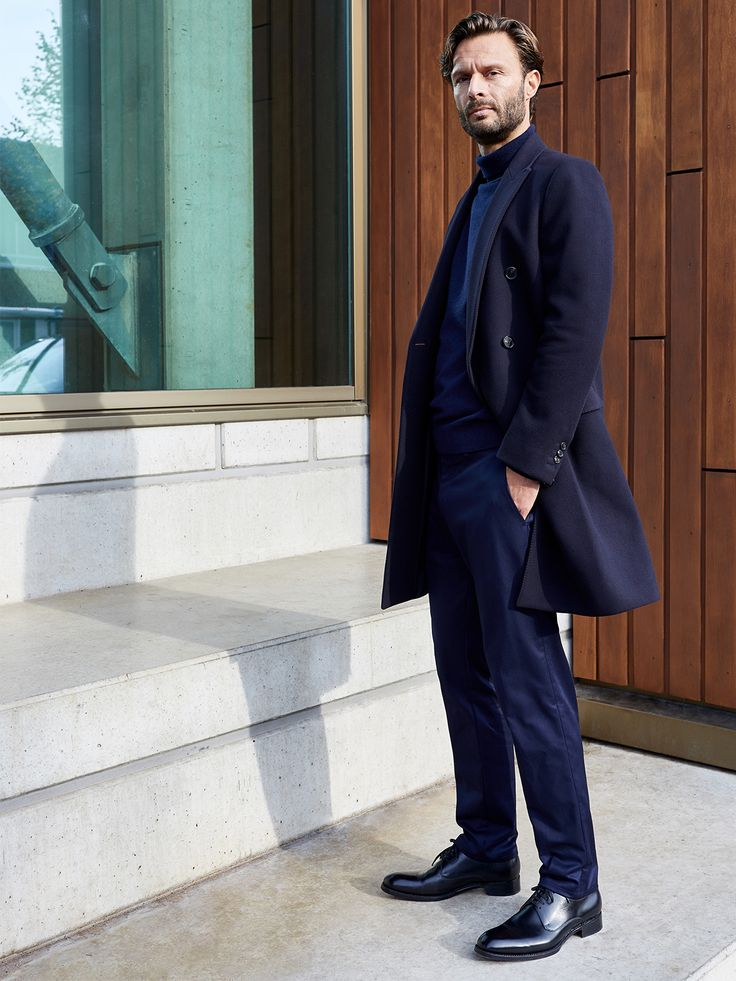 Throughout his acclaimed career in fashion, Salle Privée founder and creative director Patrick Munsters has collected a seemingly endless number of double breasted coats. As a style, it is his reigning favourite, so he challenged himself to create the ultimate version of this fashion icon, resulting in our night blue Ives overcoat.