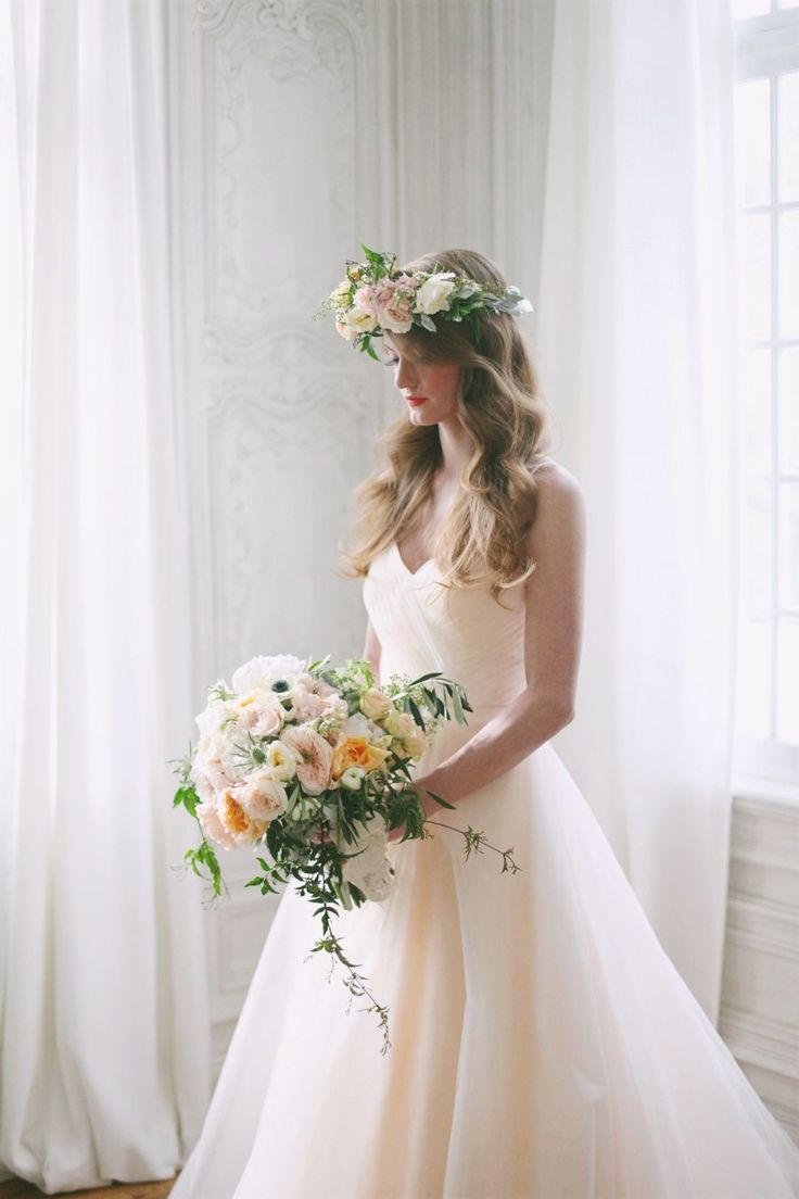 緊縛ウェディング1 Floral wedding bouquet and hair wreath in full bloom - so perfect for  spring! #
