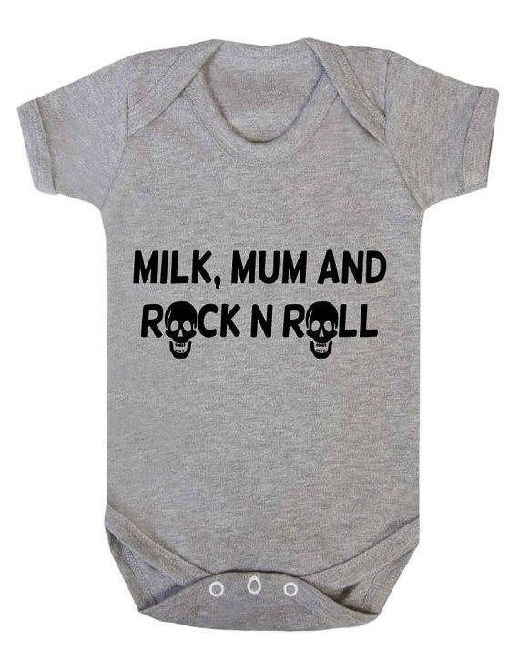 Milk Mum Rock N Roll Skull Rocker Baby Onesie por JustAnotherTeeUK