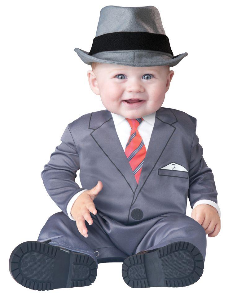 Costume uomo d'affari Bébé - Classico: Questo costume da uomo d'affari per bébé si compone di un abito e un cappello (scarpe non incluse).L'abito di colore grigio possiede una stampa sulla parte anteriore...