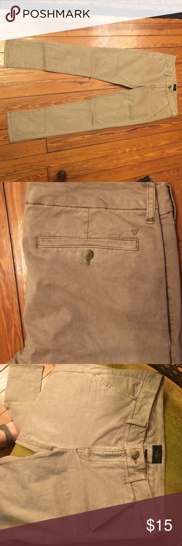 American Eagle skinny Khaki NWOT. NEVER WORN! Women's size 10 American Eagle Outfitters Skinny Khaki Pants. Stretchy and super cute. American Eagle Outfitters Pants Skinny