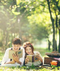 pre wedding photo shoot in Korea with cherry blossom, cherry blossom pre…
