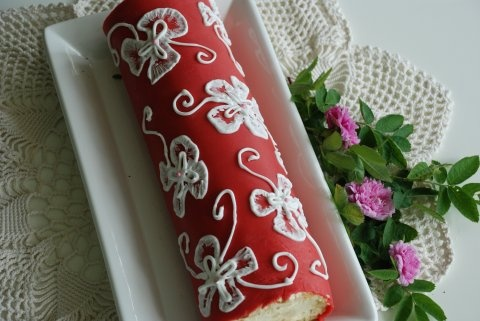 Swiss roll with strawberry and rhubarb